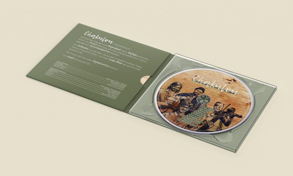 Mockup einer geöffneten CD-Hülle mit CD für die Band Chakulou