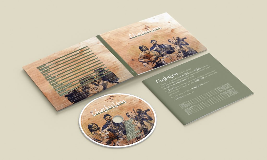 Mockup einer geöffneten CD-Hülle mit CD und Booklet für die Band Chakulou